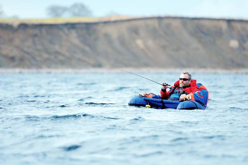 Das Angeln vom Belly-Boot auf der Ostsee kann ein entspannte Angelegnheit sein, wenn man das Wetter im Blick hat und die richtige Ausrüstung an hat.