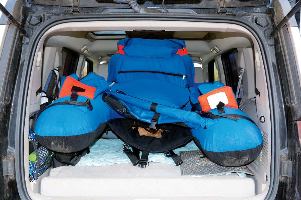 Super-praktisch: Belly-Boats lassen sich mit wenig Aufwand im Auto transportieren, Dachgepäckträger oder Hänger sind nicht nötig.