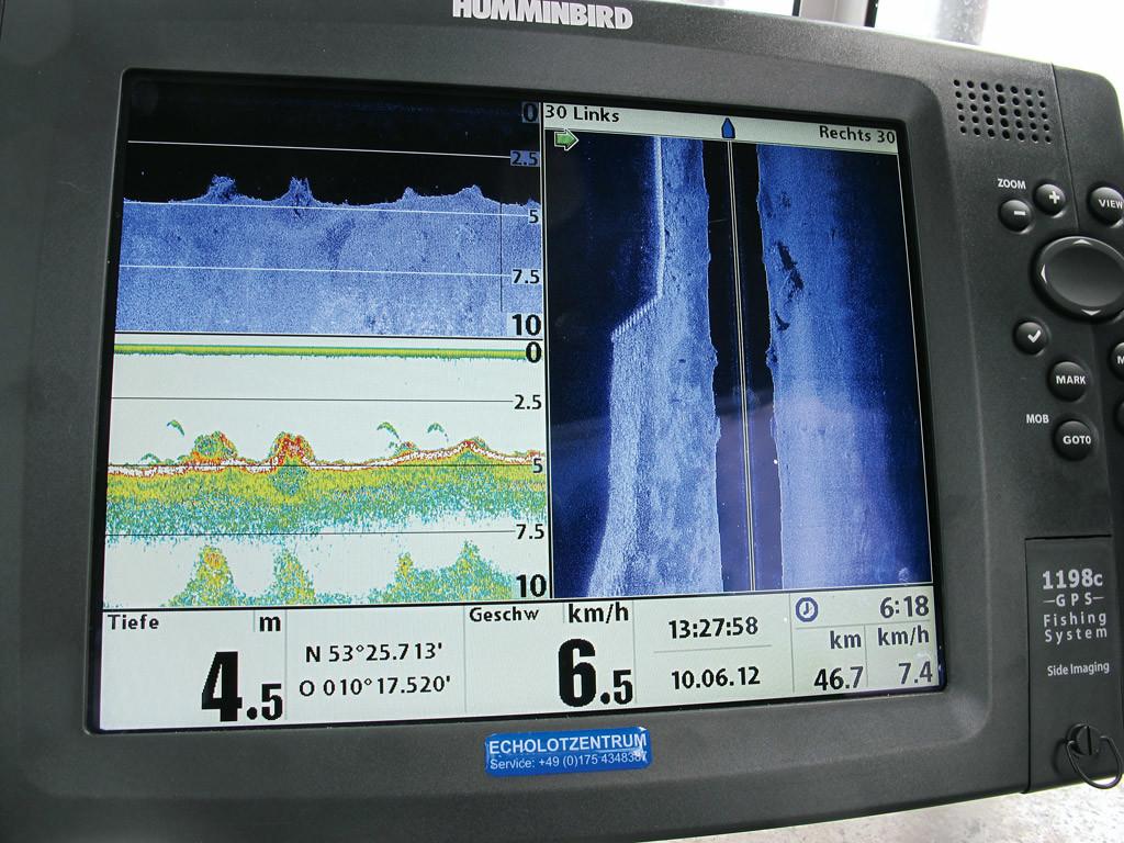 Bei der SideScan-Technologie erkennt man nicht nur was unterr dem Boot passiert, sondern auch seitlich. Foto: Schlageter