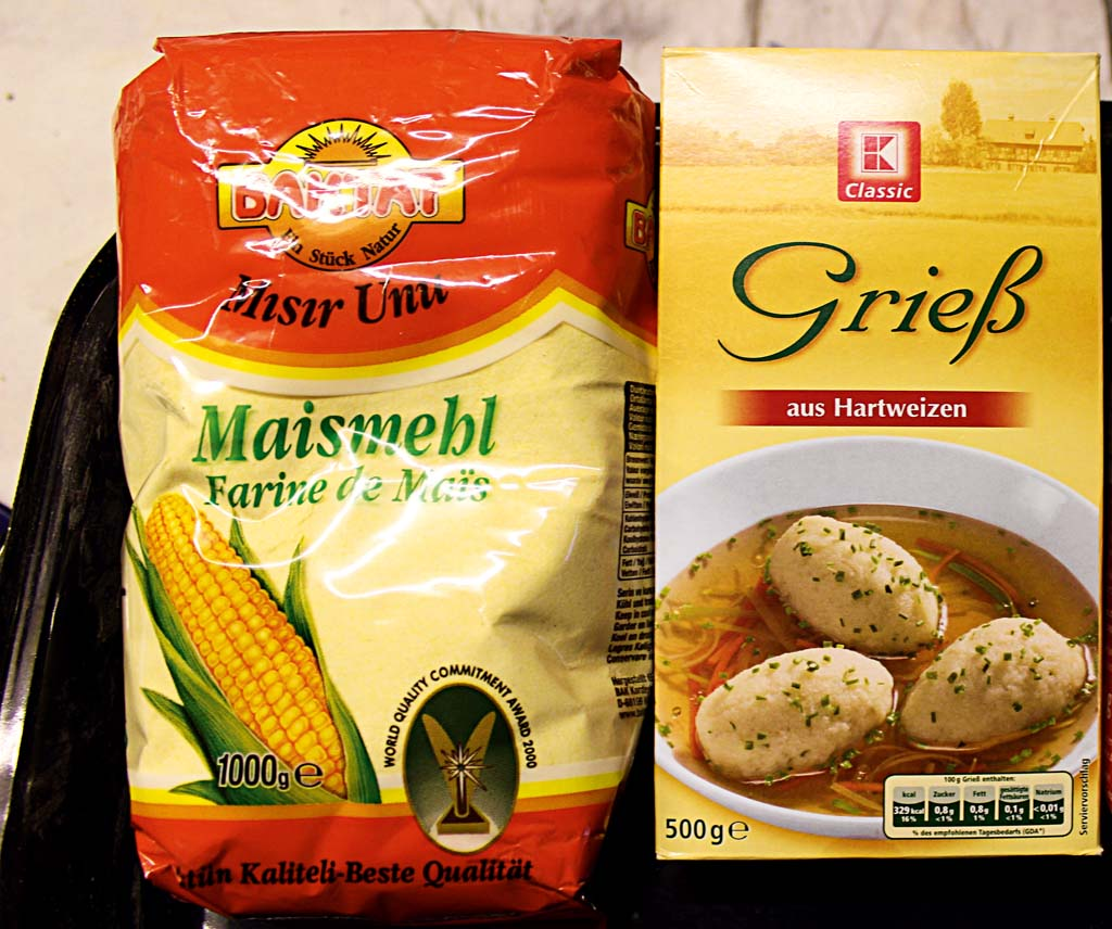 Grieß und Maismehl lassen sich für jedes Boilie-Rezept einsetzten. Diese Zutaten sind in jedem Supermarkt erhältlich. Foto: BLINKER/Norbert Handschuh