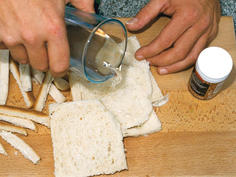 Teig aus Toastbrot ist super schnell gemacht und besonders für strömungsstarke Gewässern geeignet. Foto: BLINKER