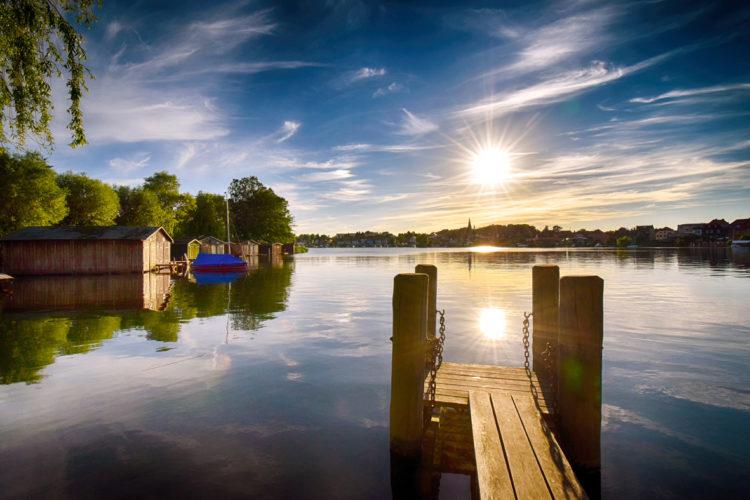 Mit einer Länge von 29 km und einer maximalen Tiefe von 31 Meter ist die Müritz der größte See, der größte See, der vollständig innerhalb Deutschlands liegt. Hier warten einige kapitale Fische.