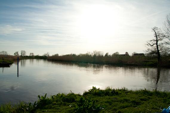Beim Hechtangeln im Fluss muss man in Mündungsbereichen und Einläufen immer mit Hechten rechnen. Foto: BLINKER