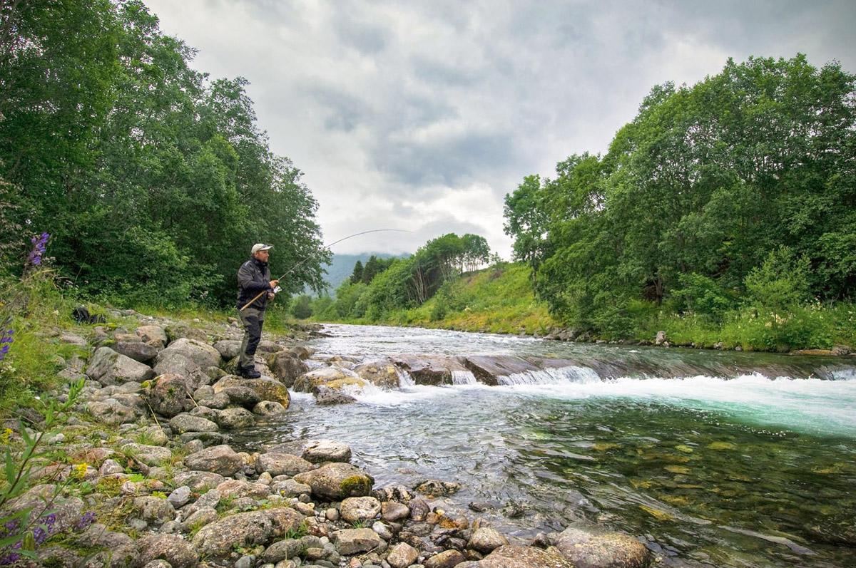 Traumhafte Bäche und fischreiche Seen verteilen sich auf das Land und bieten Angeln vom Feinsten! Foto: BLINKER/M. Wendt