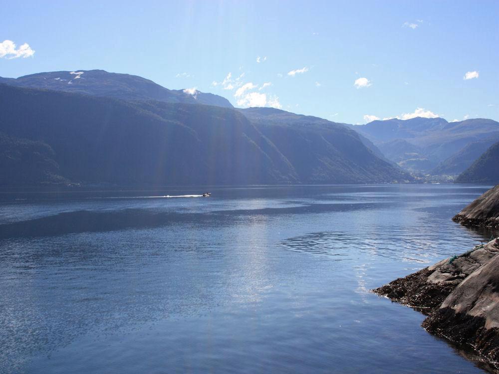 Nicht nur die tollen Fischgründe am Sognefjord, sondern auch das faszinierende Panorama machen diesen Angelurlaub zu etwas ganz besonderem. Foto: Borks