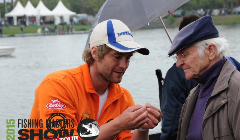 Selbst alte Hasen können noch etwas von Forellenexperte Jan Lasse Ahrens lernen.