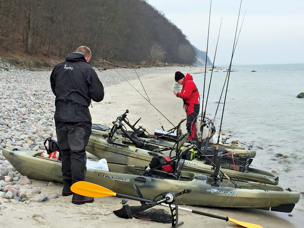 """Angelkajaks sind perfekte Angelboote. Sie ordnen sich in das freie Segment zwischen Belly- und Motorbooten ein, sind """"öko"""" und außerdem auch noch sportlich. Foto: BLINKER/S. Halletz"""