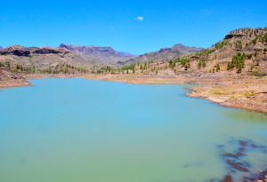 www.robinillner.de © Angeln im Paradies. Viele der 60 kanarischen Seen haben azurblaues Wasser.