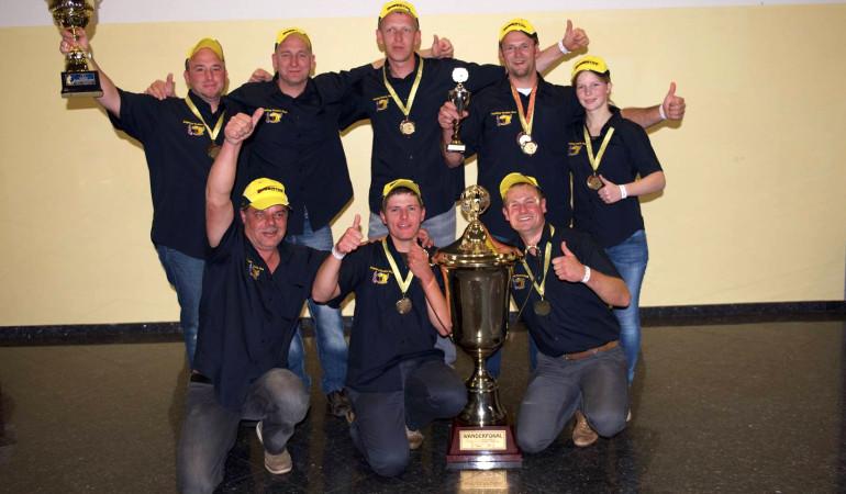 Die Freude kennt keine Grenzen. Nach dem Gewinn der Deutschen Meisterschaft konnte das FTM-Team auch das IAM 2015 für sich entscheiden. © www.ftmax.de
