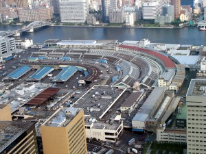 Der Tsukiji-Fischmarkt gilt als der größter Fischmarkt der Welt © Chris 73 CC BY-SA 3.0