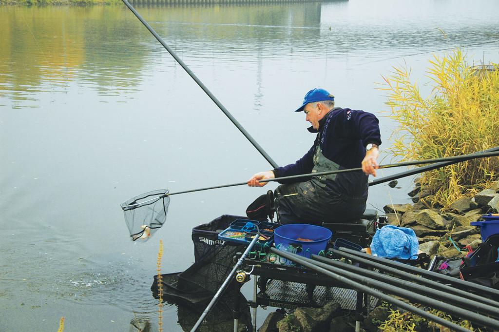 Auch das Angeln mit der Kopfrute ist beim Friedfischangeln eine vielversprechende Alternative.