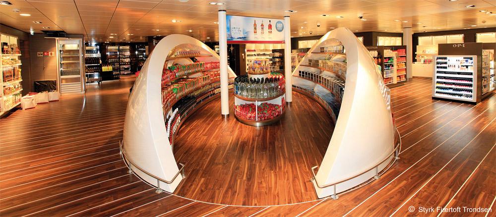 Moderne Ausstattungen auf den Fähren lassen die Überfahrt nach Norwegen in Windeseile vergehen.