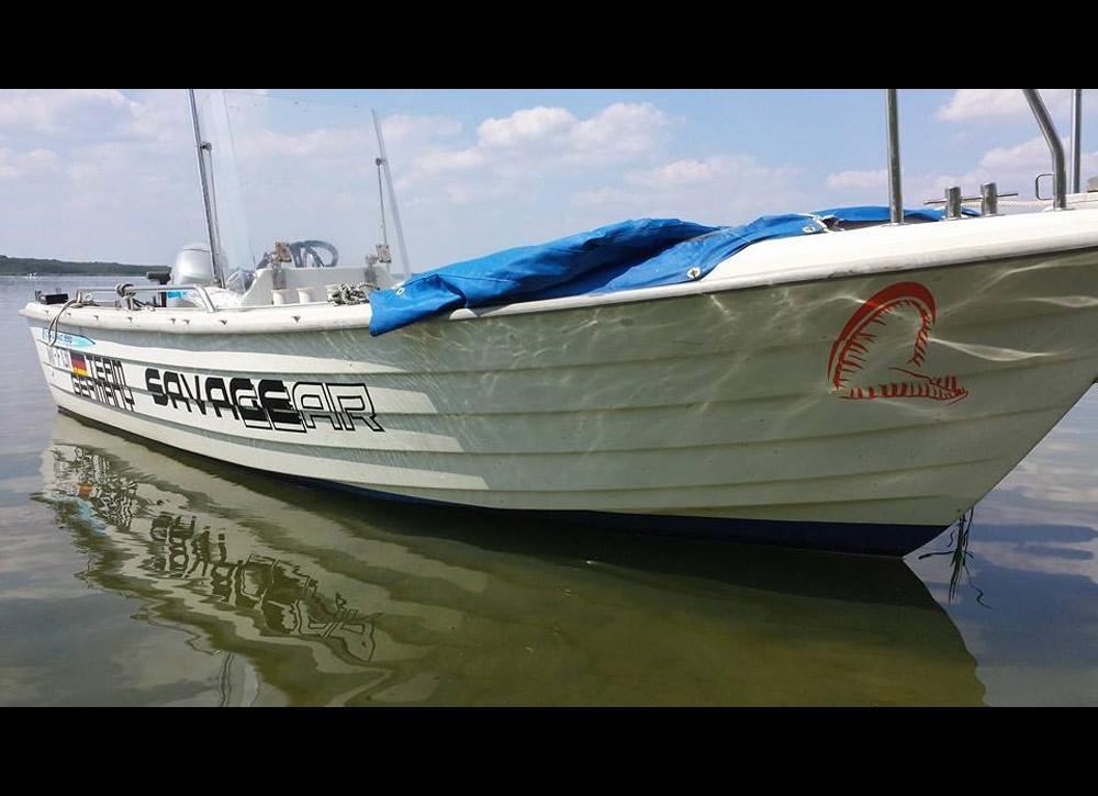 Geräumig und sicher: Fred sein Boot, mit dem er seine Guiding-Touren unternimmt. Foto: S. Kaufmann