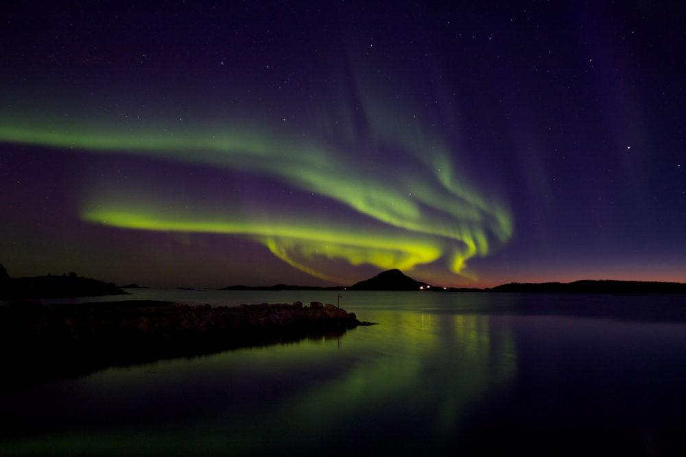Das Angeln vor den Lofoten bietet nicht nur Fischreichtum, sondern auch einzigartige Naturschauspiele wie die Polarlichter.