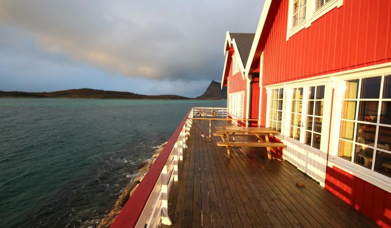Moderne Ferienhäuser, die direkt am Wasser liegen, machen den Norwegenurlaub zu etwas ganz besonderem.