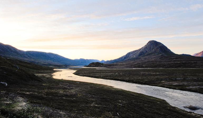 Fliegenfischen auf Grönland? Ja, im Sommer ist das ein Traum! Riesige Saiblinge ziehen in die Flüsse hinauf.