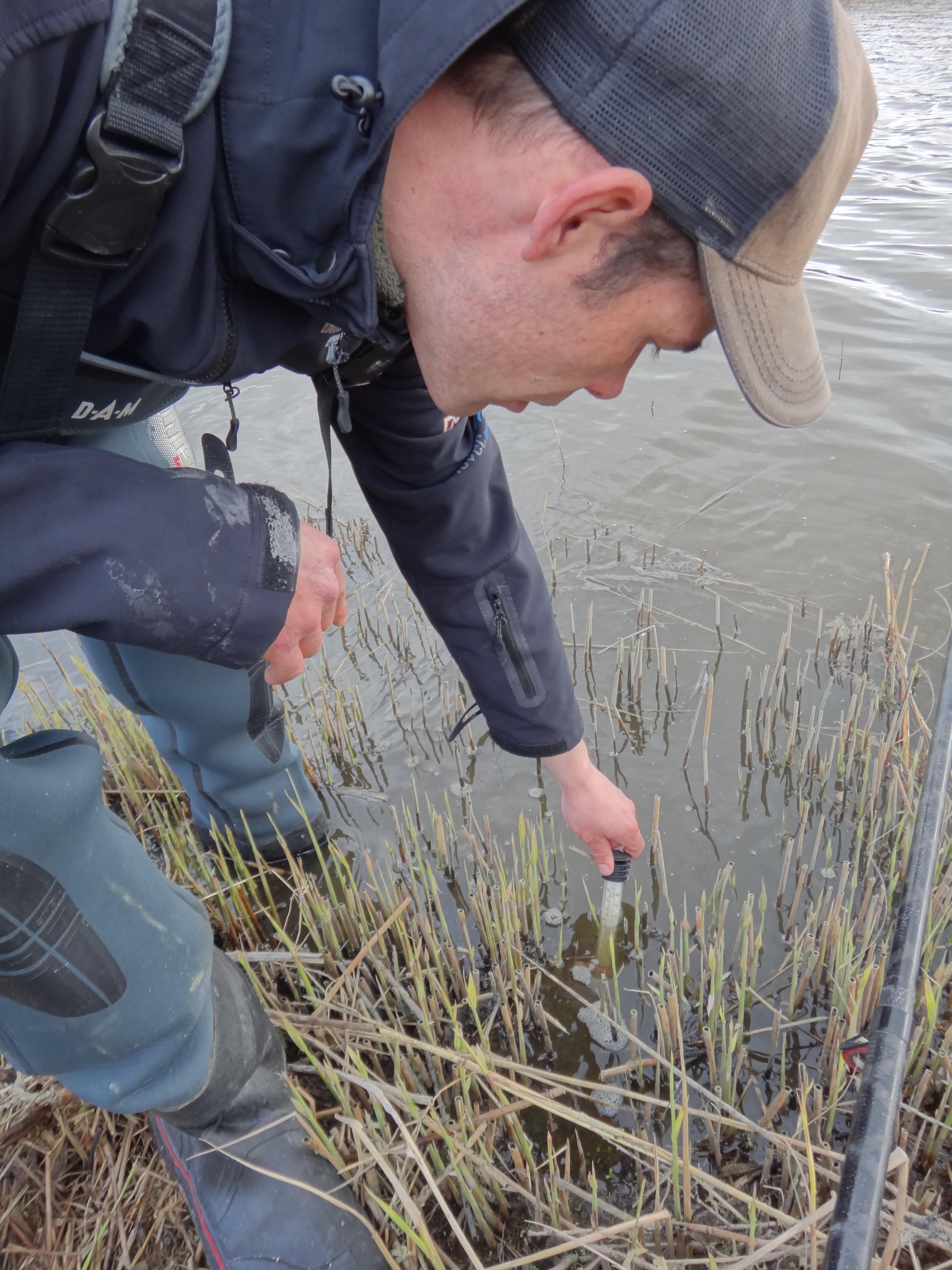 Wenn das Wasser eine Temperatur von 10 Grad Celsius erreicht hat, lohnt sich das Aalangeln. Mit einem Thermometer kann man dies schnell überprüfen. Foto: S. Kaufmann