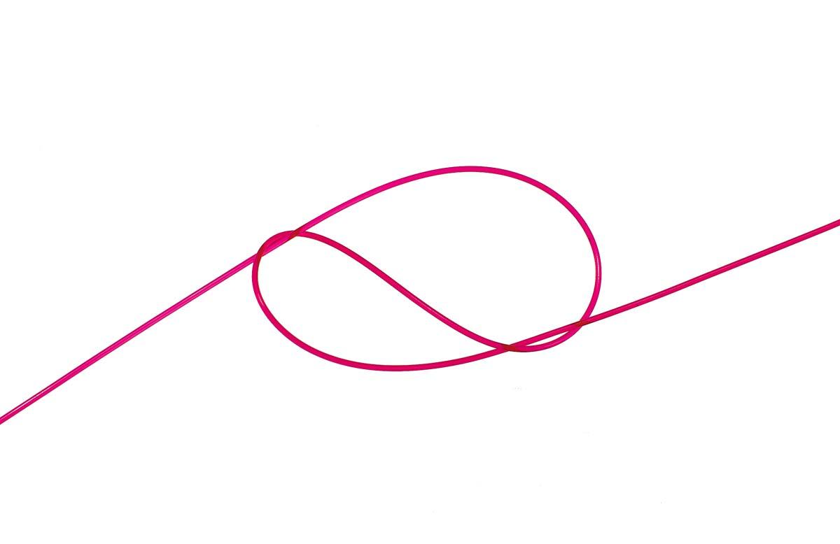 Ein Achterknoten dient zur Fixierung der Perle, die im Anschluss aufgefädelt wird. Foto: W. Krause