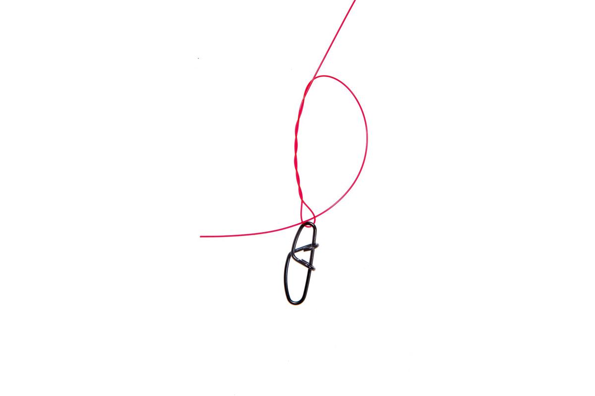 """Einhänger mit Clinchknoten befestigen, """"Spucke"""" nicht vergessen. Foto: W. Krause"""