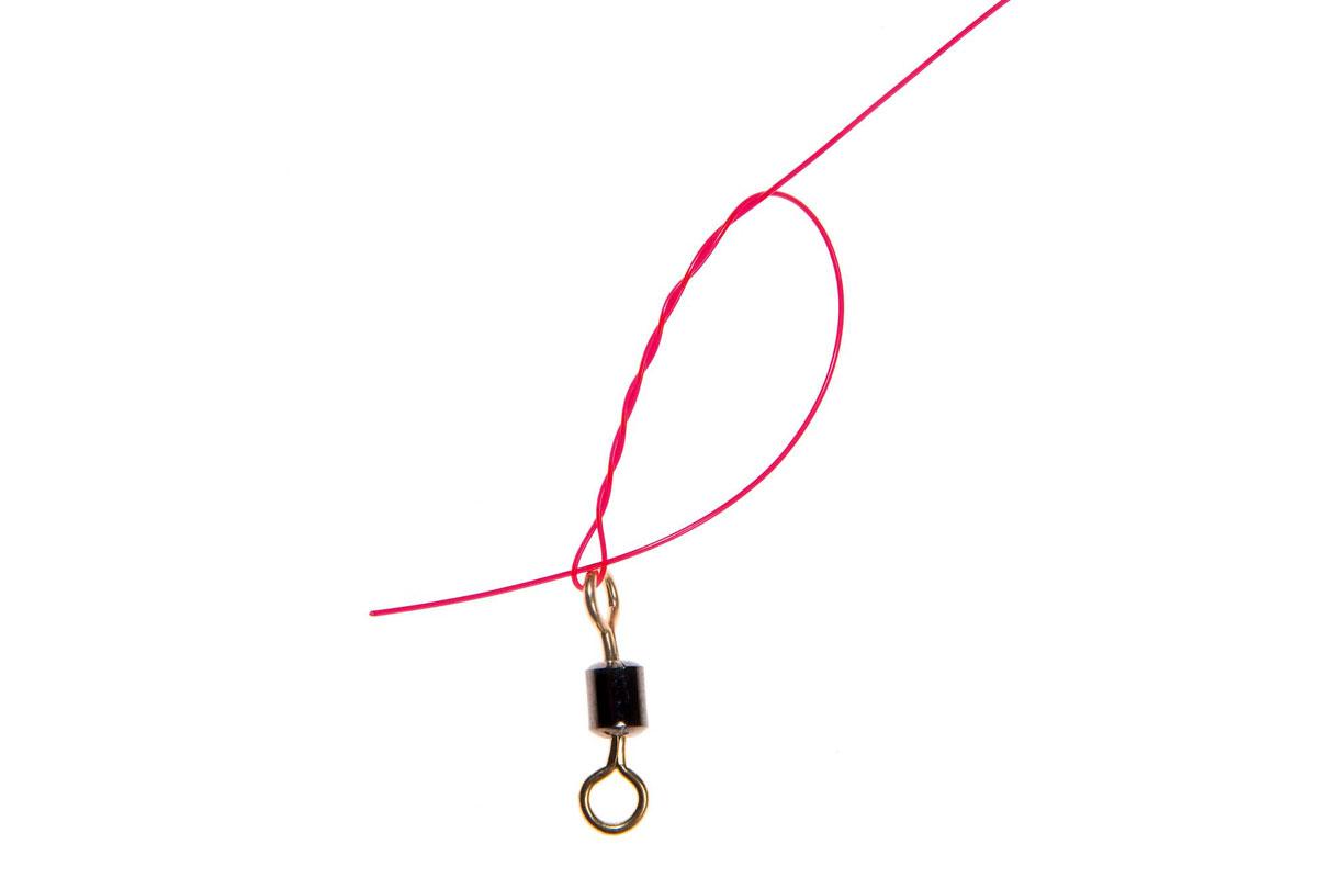 Den Wirbel mit einem Clinchknoten ans obere Ende des Pilkvorfachs einbinden. Und wieder: Anfeuchten nicht vergessen!Foto: W. Krause