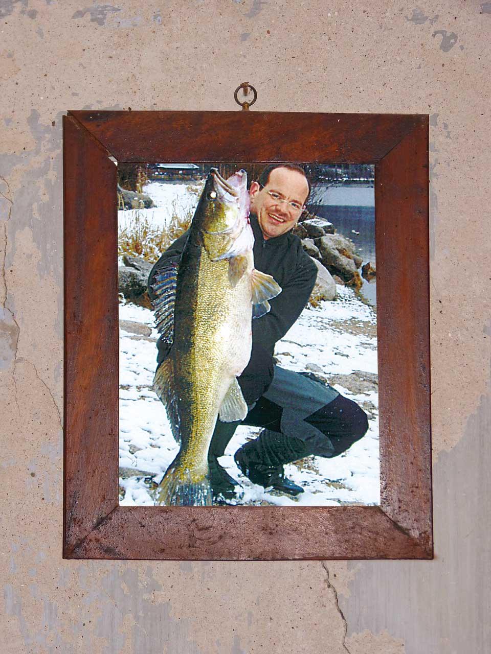 Der Märchen-Zander: Mit seinem Winter-Fisch von knapp 23 Pfund und 102 Zentimetern, gefangen auf Gummifisch, setzte Ralf Huber neue Maßstäbe.