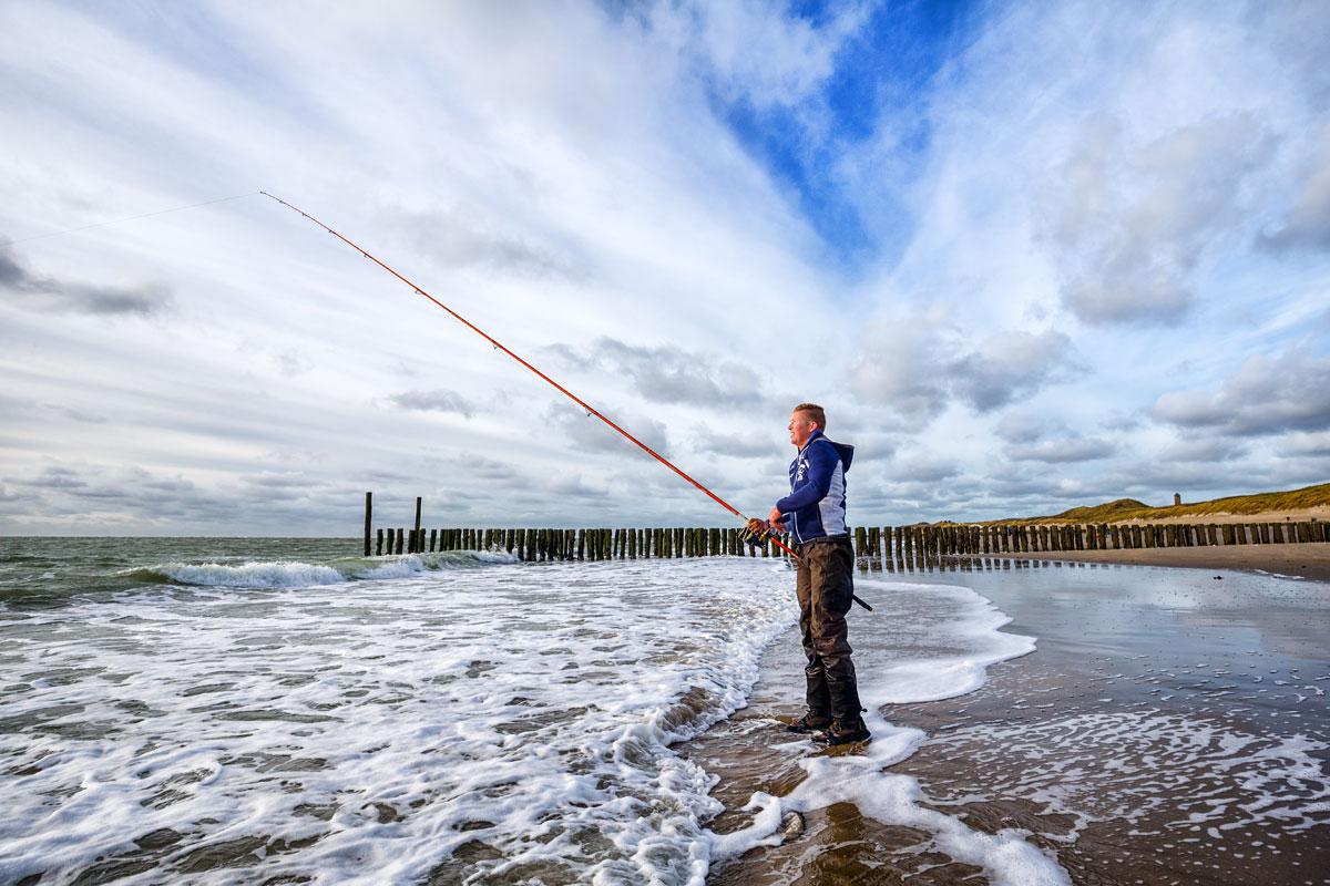 Beim Brandungsangeln in Holland erwarten einen von Meerforelle, Plattfisch und Dorsch eine breite Palette an tollen Fischen. Foto: Sander Boer