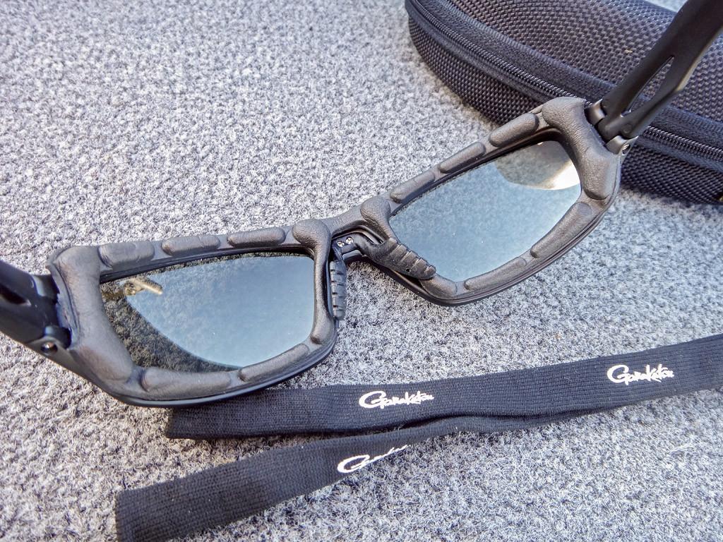Es gibt Polarisationsbrille, die durch eine Weichschaumeinlage die Augen fest umschließen und somit beste Sichtverhältnisse bieten. Foto: F.Schlichting