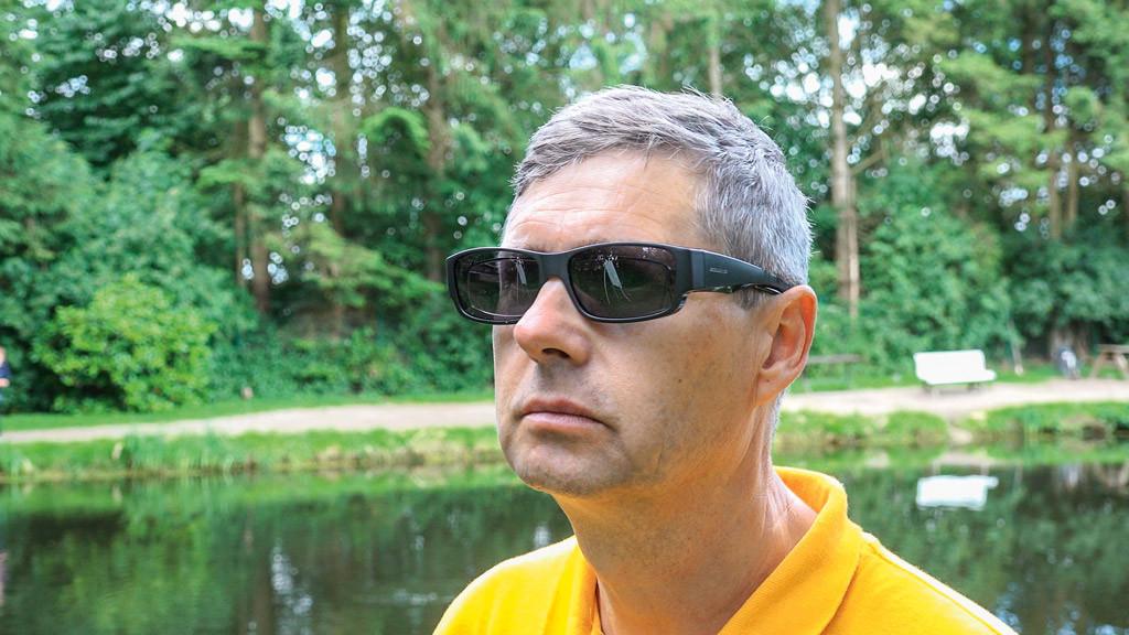 Auch Brillenträger müssen auf die Vorteile einer Polarisationsbrille nicht verzichten. Foto: M. Kahlstadt