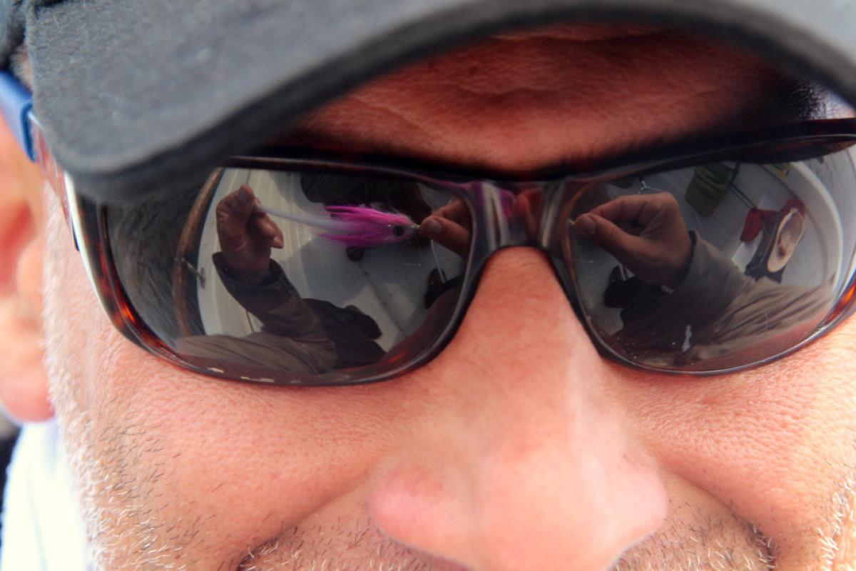 Nicht nur beim Fliegenfischen, sondern auch bei allen anderen Angelarten ist die Polarisationsbrille ein hilfreicher Begleiter. Foto: M. Werner