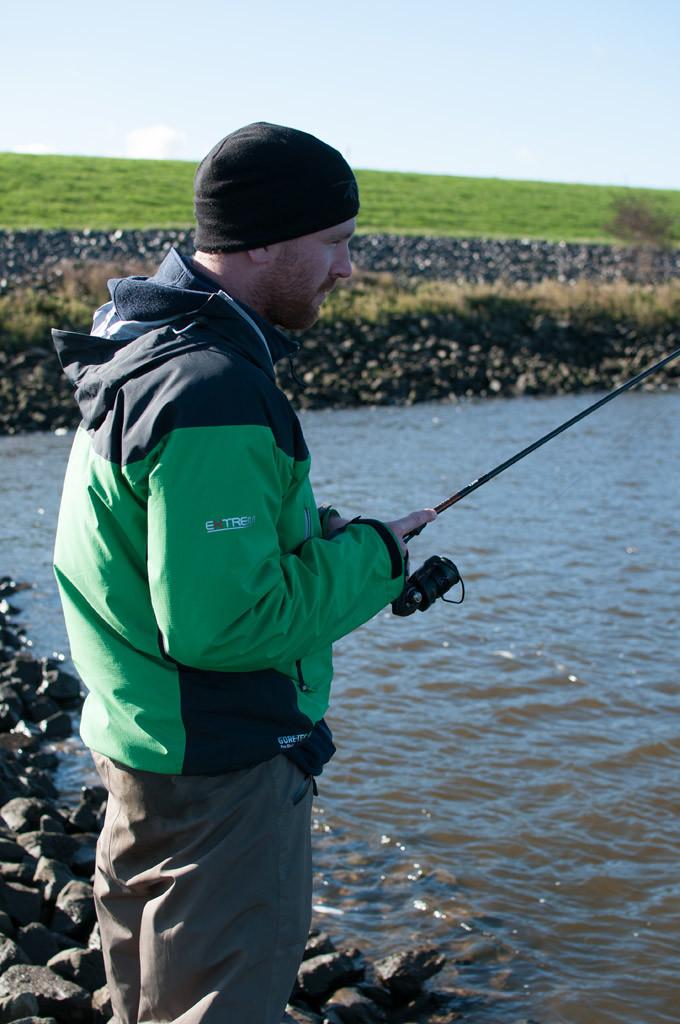 Beim Zanderangeln mit Gummifisch ist der ständige kontakt zum Köder für den Fangerfolg entscheidend.