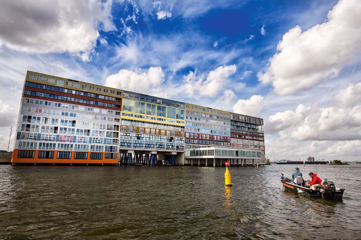 Angeln in Holland verspricht nicht nur die Aussicht auf gute Fische, sondern auch tolle Aussichten. Foto: Sander Boer