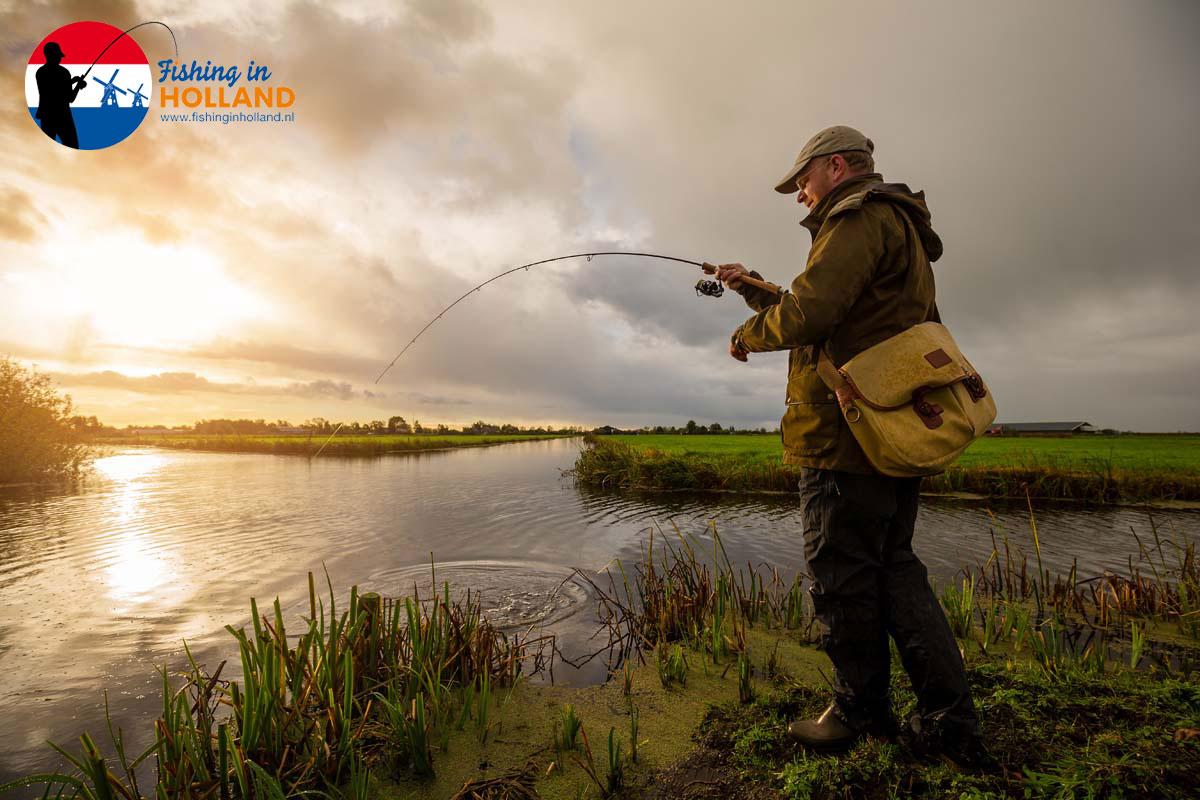 Rund ein Fünftel der Niederlande sind Wasser, die Bestände an Hecht, Barsch und Zander darin hervorragend. Kein Wunder, dass das Angeln in Holland so erfolgreich und beliebt ist. Foto: Sander Boer
