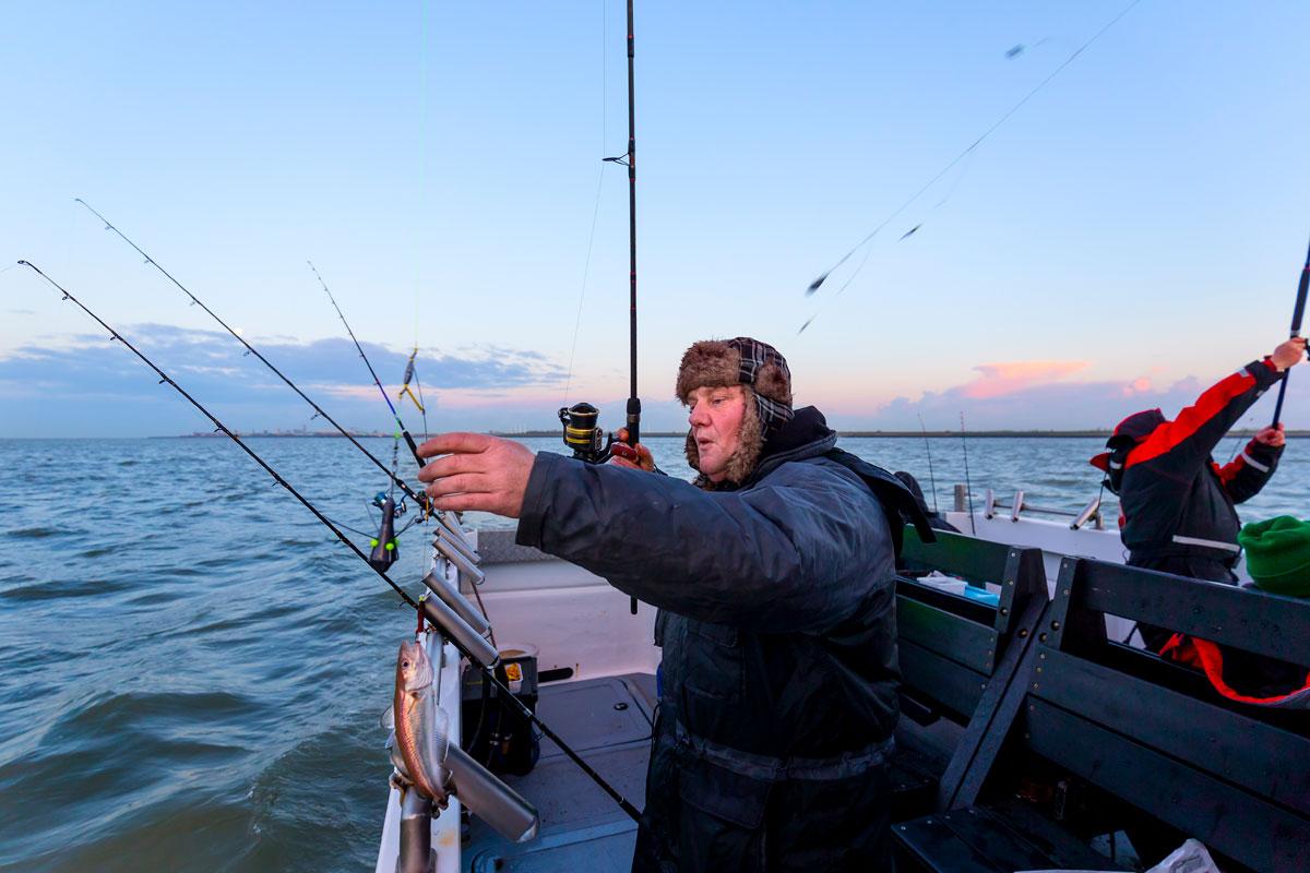 Auch in Holland kann man wunderbar vom Kutter aus auf zahlreiche Meeresfische angeln. Foto: Sander Boer