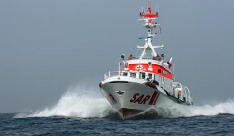 Der in Warnemünde stationierte Seenotrettungskreuzer ARKONA eilte dem Angelkutter zur Hilfe. Foto: DGzRS