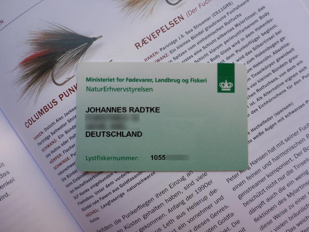"""Ohne ihn geht in Dänemark nichts – der Fisketegn. Ihr könnt ihn bequem im Internet bestellen, bekommt ihn aber auch überall vor Ort. Die Karte ist nur ein netter Zusatz, eigentlich benötigt ihr nur die """"Lystfiskernummer"""" und einen Ausweis beim Angeln. Foto: J.Radtke"""