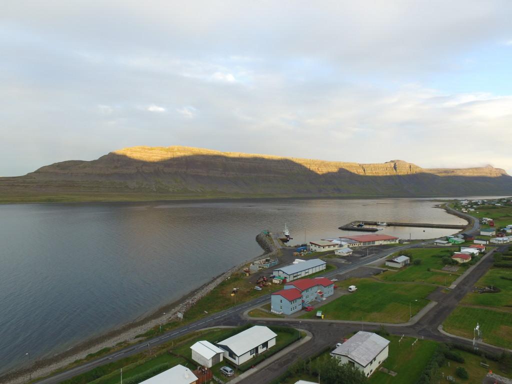 Angeln in Island: Die Westfjorde Islands, hier beim Örtchen Sudavik, sind landschaftlich eindrucksvoll – und voller Fisch.