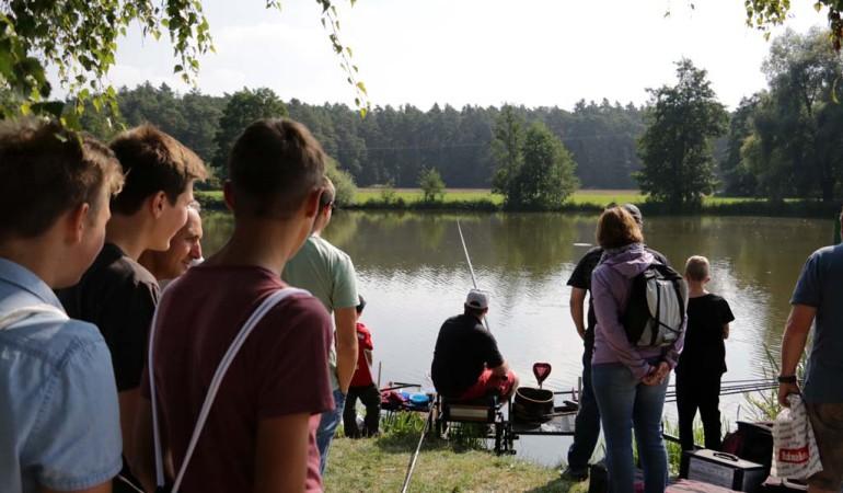 Den Angelprofis direkt am Wasser über die Schulter schauen. Auf der Fishing Masters Show ist das möglich!