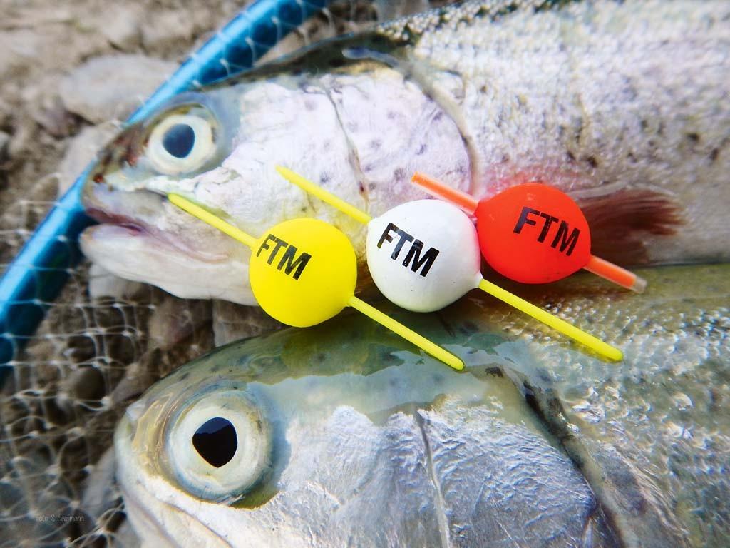 Beim Forellenangeln Großgewässern: Auf dem Markt gibt es unterschiedlich, farbige Pilotkugeln, welche die köder auftreiben lassen und einen zusätzlichen Reizpunkt liefern.