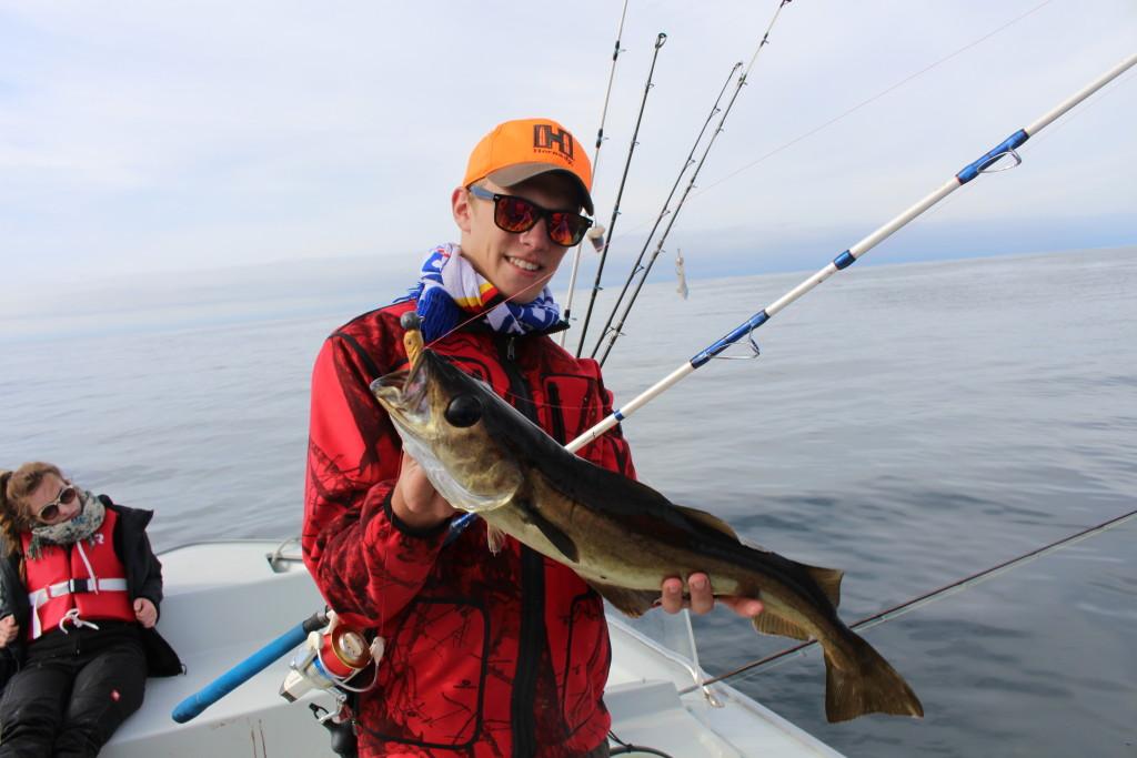 Angeln in Norwegen: Wenn Jäger auf Fischfang gehen: Ein Portionspollack der auf Gummifisch biss.