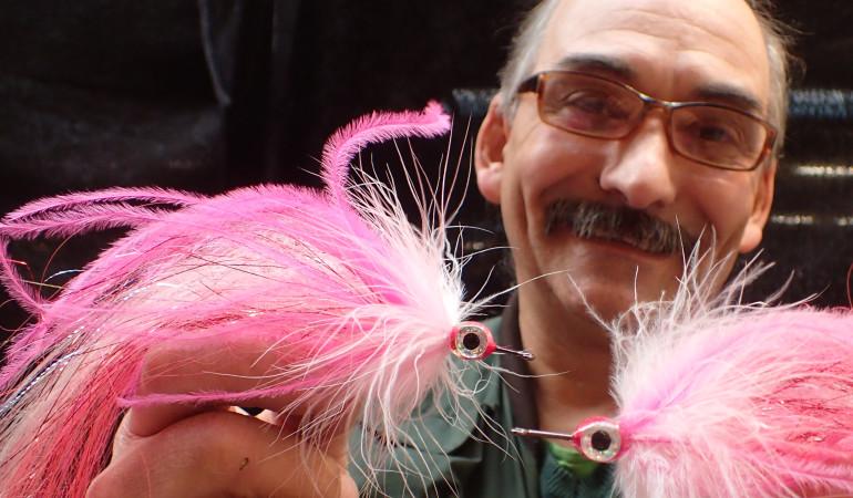 Fliegenbinden mit Andreas Franz, hier zeigt er seinen Pike Muppet, macht Freude. Er bietet jetzt Kurse für Einsteiger und Fortgeschrittene an.
