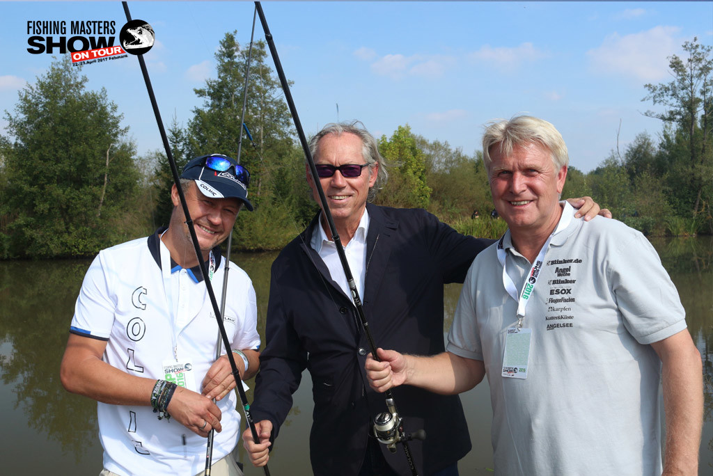 Angeln für einen guten Zweck: Klaus Illmer(rechts), Prof. Werner Mang (mitte) und Veranstalter der Fishing Masters Show Siegfried Götze.