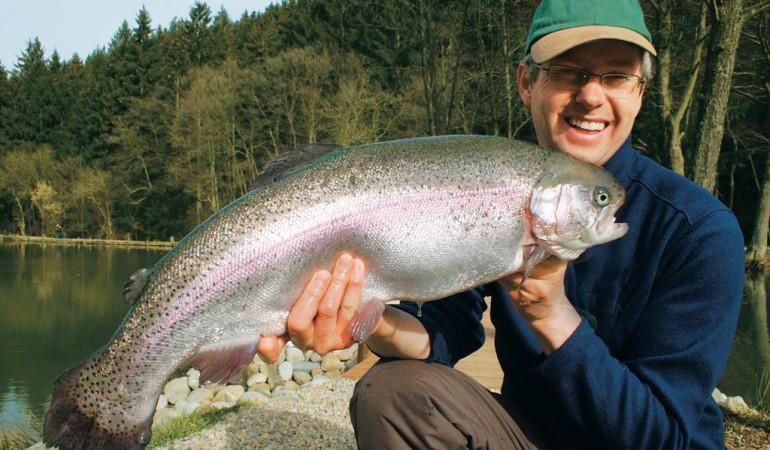 Wer mit der richtigen Taktik Großgewässer befischt, wird mit solchen Großforellen belohnt.