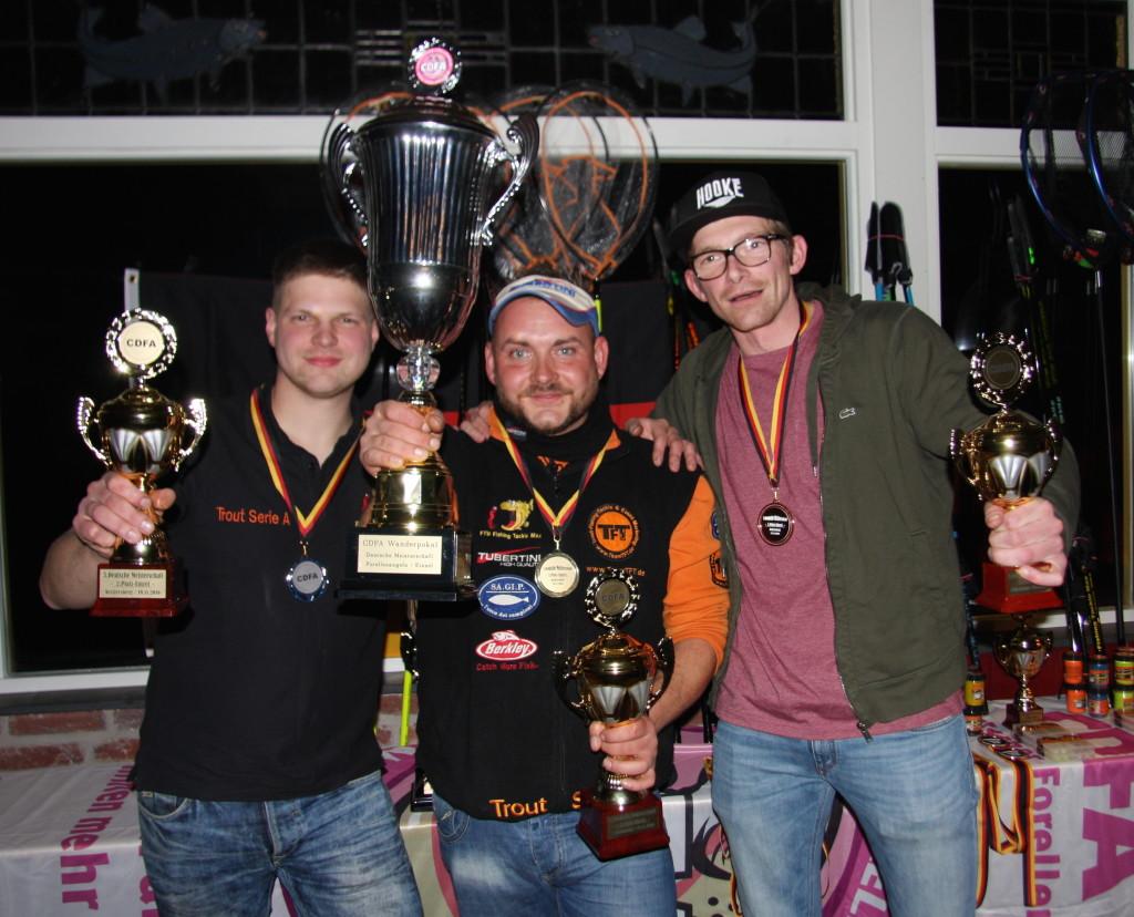 Marc Ziolkowski (Mitte) sicherte sich den Titel im Einzel vor Fabian Härte (links) und Christian Crüsemann (rechts). Foto: G. Bradler