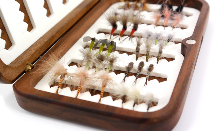 Unsere Leser erhalten die Mustervon www.1000Fliegen.com für den großen Fliegen-Test – in FliegenFischen werden die Ergebnisse veröffentlicht.