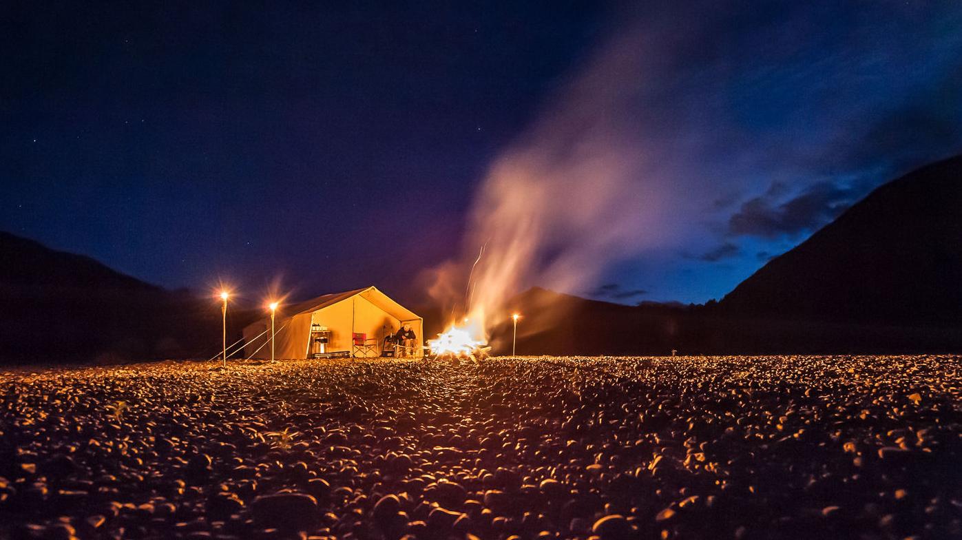 Lachsfischen am Lagerfeuer! Auch diesen Service bietet die Skeena Salmon Lodge 2017 seinen Gästen mit dem Wilderness Camp direkt am Skeena.