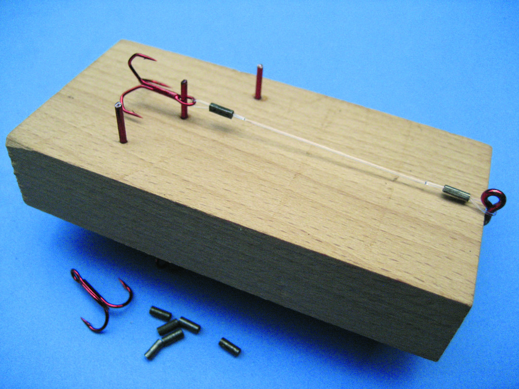 Mit dieser Vorrichtung lassen sich bequem die Länge der Stinger bestimmen und bauen.