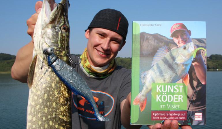 Der Autor beschreibt in seinem Buch, wie man erfolgreich auf Hecht, Zander und Co. angelt. Für Raubfisch-Fans ein Muss. Foto: Görg