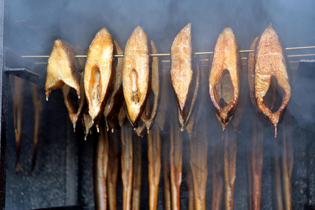 Es lassen sich nicht nur ganze fische räuchern, sondern auch Fischsteaks.