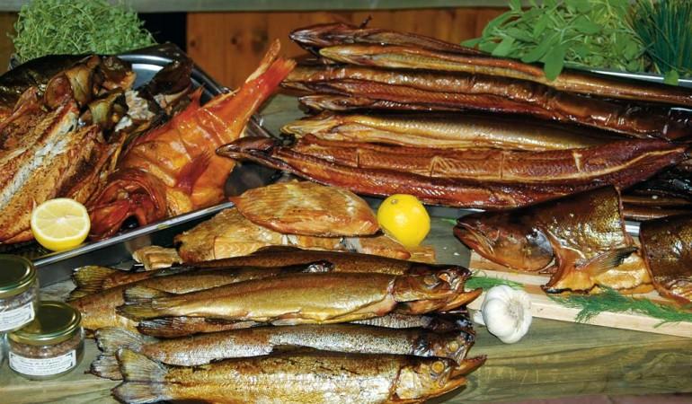 Fisch Räuchern in nur vier Schritten. Damit gelingt die Fischzubereitung. Foto: Blinker