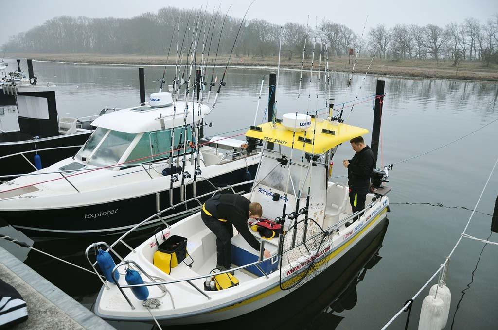 Das Boot liegt im Wasser, und die Vorbereitungen laufen. Während der Saison einen Liegeplatz zu ergattern, ist schon die halbe Miete.